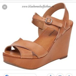 Iucky brand modille leather wedge sandal 7.5